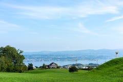 Paesaggio del lago Zurigo di estate dal cielo blu della natura della destinazione di viaggio di turismo della Svizzera della trac Fotografie Stock Libere da Diritti