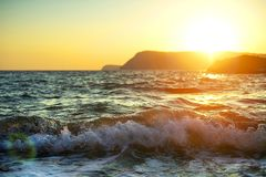 Paesaggio del mare al tramonto Bello mare di tramonto fotografia stock