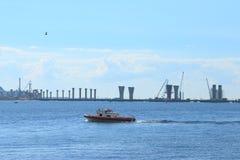 Paesaggio del mare con la costruzione Fotografia Stock Libera da Diritti