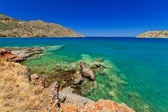 Paesaggio del mare nella città di Plaka su Crete immagine stock libera da diritti