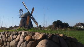 Paesaggio del mulino a vento all'isola di Amrum fotografia stock