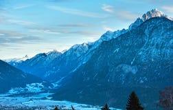 Paesaggio del paese della montagna di inverno (Austria). Fotografie Stock