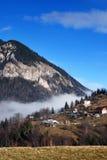 Paesaggio del paesino di montagna fotografie stock libere da diritti