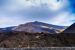 Paesaggio del parco nazionale di Etna, Catania, Sicilia Montagne vulcaniche del parco nazionale di Etna fotografie stock