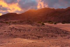 Paesaggio del pianeta del deserto nella fantascienza ancora come comporre illustrazione vettoriale