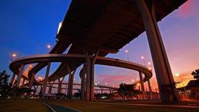 Paesaggio del ponte di Bhumibol al crepuscolo a Bangkok Fotografie Stock