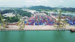 Paesaggio del porto del contenitore di Singapore stock footage