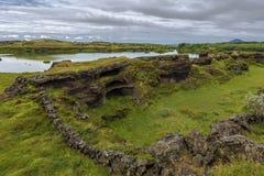 Paesaggio del promontorio di Hofdi nell'area del lago Mytavn in Islanda del Nord immagine stock libera da diritti