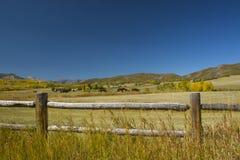 Paesaggio del ranch della montagna di caduta Immagini Stock