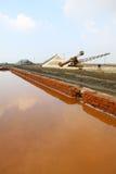 Paesaggio del sale, acqua e parete bassa Fotografia Stock Libera da Diritti
