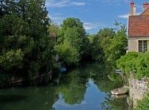 Paesaggio del serein del fiume, Noyers, Borgogna, Francia Immagini Stock Libere da Diritti