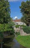 Paesaggio del serein del fiume, Noyers, Borgogna, Francia Fotografie Stock Libere da Diritti