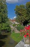 Paesaggio del serein del fiume, Noyers, Borgogna, Francia Immagini Stock