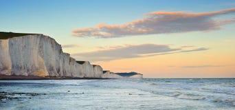 Paesaggio del sud dell'Inghilterra dei sette delle sorelle bassi delle scogliere Fotografie Stock