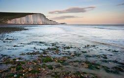 Paesaggio del sud dell'Inghilterra dei sette delle sorelle bassi delle scogliere Fotografie Stock Libere da Diritti