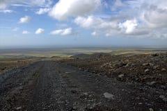 Paesaggio del sud dell'Islanda con la strada della ghiaia ad in nessun posto Fotografia Stock Libera da Diritti