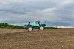 Paesaggio del trattore della macchina di agricoltura di agronomia Immagine Stock