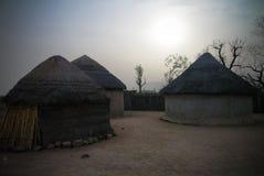 Paesaggio del villaggio della tribù di fulani di Mbororo aka, tchamba, Camerun Fotografia Stock Libera da Diritti