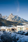 Paesaggio del villaggio delle alpi Fotografia Stock Libera da Diritti