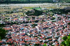 Paesaggio del villaggio di Kalambaka fotografie stock libere da diritti
