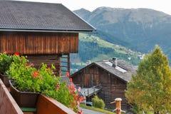 Paesaggio del villaggio di montagne delle alpi in Austria Fotografie Stock Libere da Diritti
