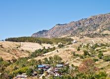 Paesaggio del villaggio sulla montagna Fotografia Stock Libera da Diritti