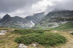 Paesaggio dell'alta montagna Cielo drammatico Fotografia Stock
