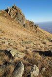 Paesaggio dell'alta montagna con cielo blu profondo Immagini Stock Libere da Diritti