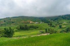 Paesaggio dell'alta montagna con i terrazzi ed i villaggi rurali del riso Fotografia Stock Libera da Diritti