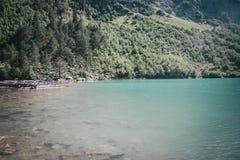 Paesaggio dell'alta montagna con il lago Immagini Stock Libere da Diritti