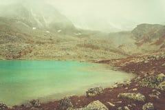 Paesaggio dell'alta montagna con il lago Immagini Stock