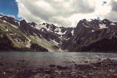Paesaggio dell'alta montagna con il lago Fotografie Stock Libere da Diritti