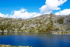 Paesaggio dell'alta montagna con il lago e la montagna rocciosa Brescia, I Fotografia Stock Libera da Diritti