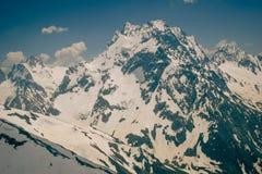 Paesaggio dell'alta montagna con le nuvole Immagini Stock