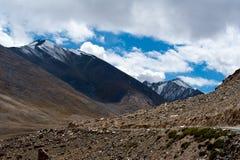 Paesaggio dell'alta montagna dell'Himalaya. L'India Fotografie Stock