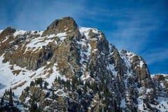 Paesaggio dell'alta montagna sull'inverno Immagine Stock