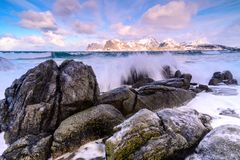 Paesaggio dell'arcipelago di Lofoten in Norvegia nell'orario invernale, Myrland immagine stock