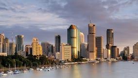 Paesaggio dell'Australia: Orizzonte della riva del fiume della città di Brisbane Immagine Stock Libera da Diritti