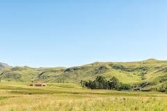 Paesaggio dell'azienda agricola come visto dal passaggio del fiume del vaso Fotografie Stock