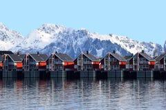 Paesaggio dell'case rosse di legno Immagini Stock