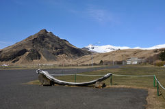 Paesaggio dell'Islanda con i picchi innevati dei vulcani Immagini Stock