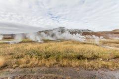 Paesaggio dell'Islanda con le sorgenti termali immagine stock libera da diritti