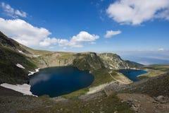 Paesaggio dell'occhio e dei laghi kidney, i sette laghi Rila, Bulgaria Immagine Stock