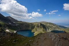 Paesaggio dell'occhio e dei laghi kidney, i sette laghi Rila, Bulgaria Fotografia Stock