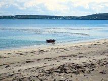 Paesaggio della barca dell'Irlanda dell'isola del mare Immagini Stock