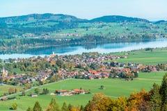 Paesaggio della Baviera dal castello del Neuschwanstein Fotografia Stock Libera da Diritti