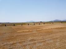 Paesaggio della campagna della Corea del Nord dal treno fotografia stock libera da diritti
