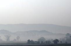 Paesaggio della campagna in Tailandia con foschia nel mattino in anticipo Fotografia Stock Libera da Diritti