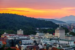 Paesaggio della capitale slovena Transferrina al tramonto; La Slovenia immagini stock