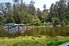 Paesaggio della casa di barca del lago Kodaikanal fotografie stock